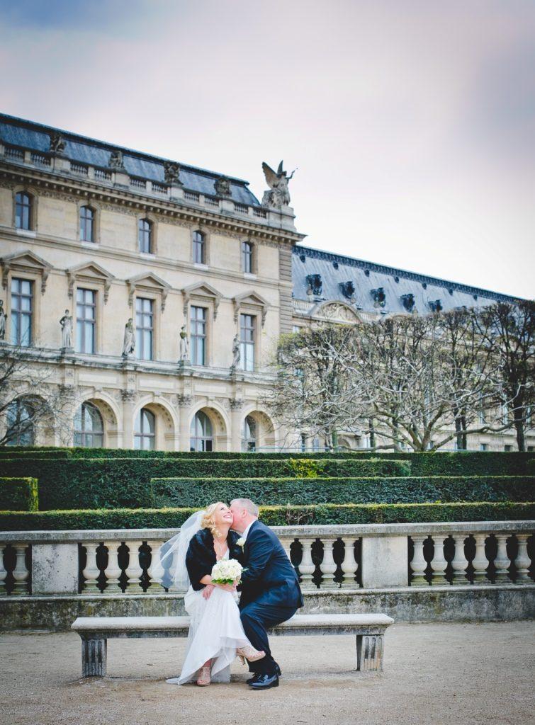 Intimate elopement in Paris