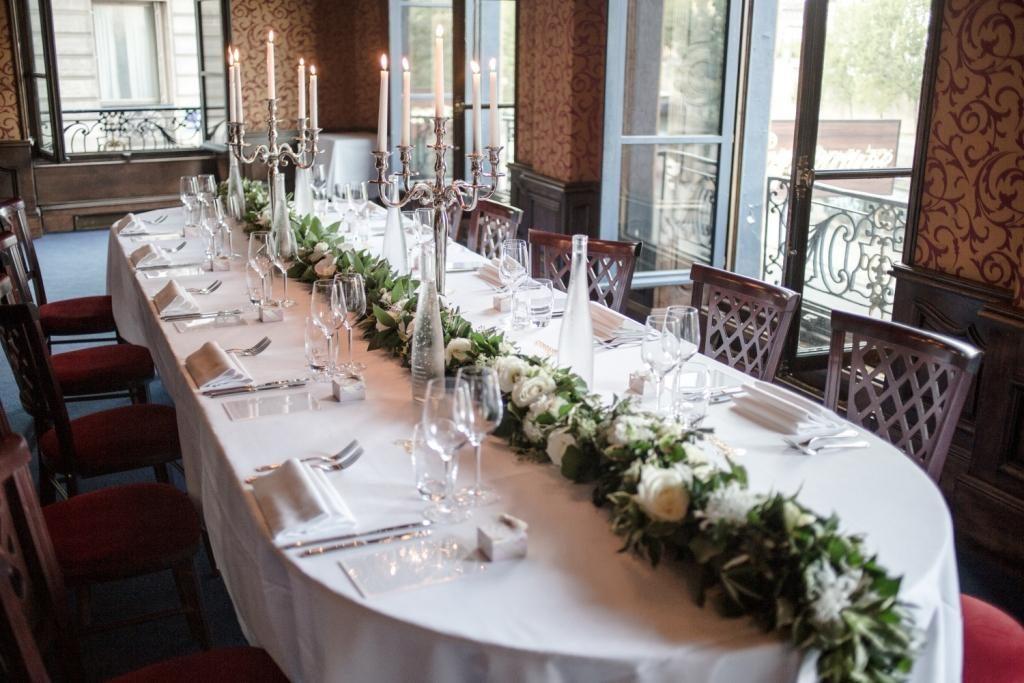 Intimate wedding restaurant in Paris