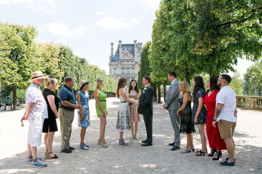 intimate ceremony tuilerie garden-paris